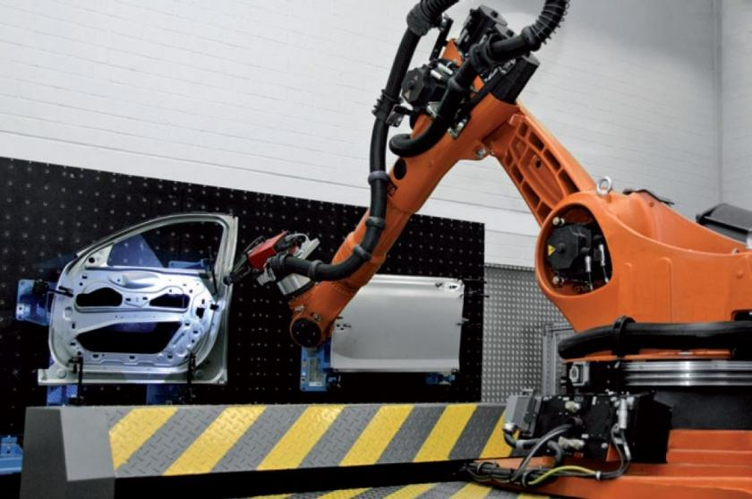 BMW | Automated Robot Inspection Cell for Quality Control on Sheet Metal Components